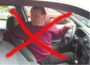 Водитель не правильно смотрит назад