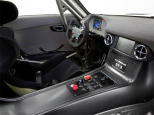 Автомобиль Mercedes-Benz SLS AMG GT3 - салоне