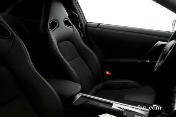 Кожаные передние сидения