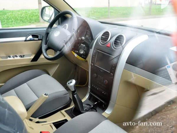 Салон - водительские сидения и панель приборов