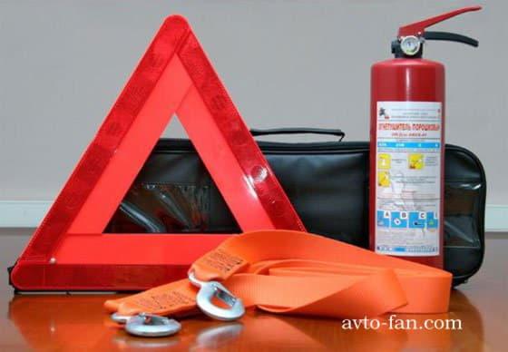 Необходимые вещи в багажнике автомобиля