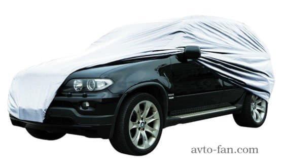 Автомобиль под защитным чехлом