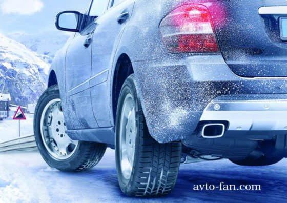 Автомобиль зимой на улице