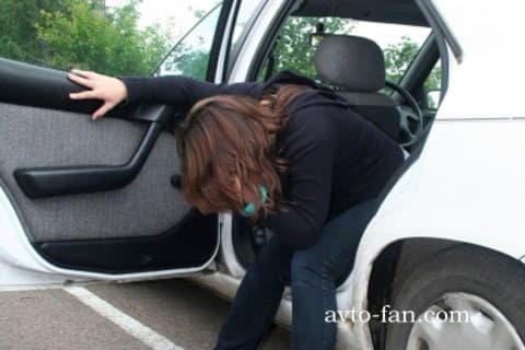 Женщине плохо в машине