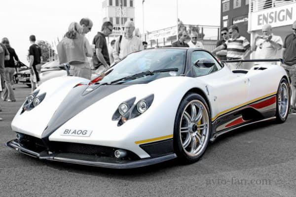 Эксклюзивный суперкар Pagani Zonda белого цвета