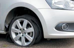 Пробитое колесо на скорости
