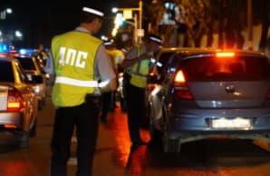 Имеет ли право инспектор ГИБДД потребовать документы у водителя в припаркованном автомобиле
