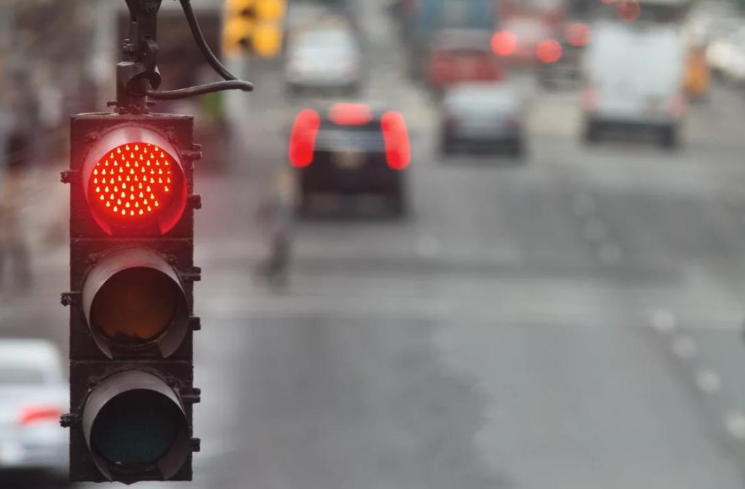 Новый BMW Урбан, круиз контроль распознает светофор