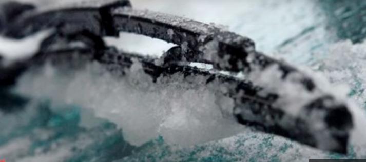 Чтобы на всю зиму защитить дворники от ледяной корки, понадобится всего 30 рублей