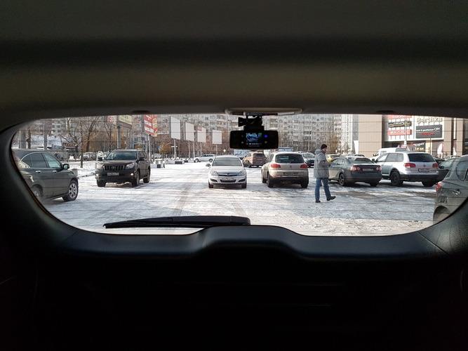 Нужен ли видеорегистратор на заднем стекле автомобиля?